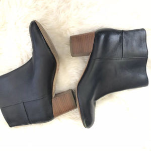 Banana Republic 7.5 Leather Round Toe Ankle Boots